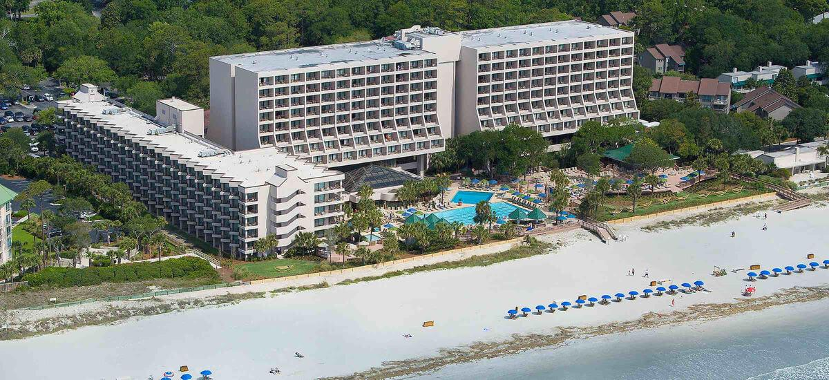 hilton marriott aribnb luxury retreats acquisition